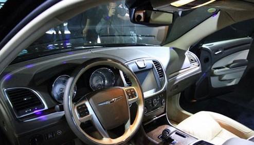 新一代克莱斯勒300CC上市 气势汹涌高清图片