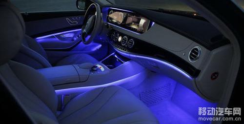 新车led发光源的车内氛围灯非常的梦幻