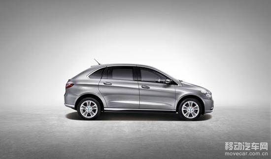 侧面,腾势电动车底部镀铬线条从雾灯下一直延伸至车尾,提升整车质感.