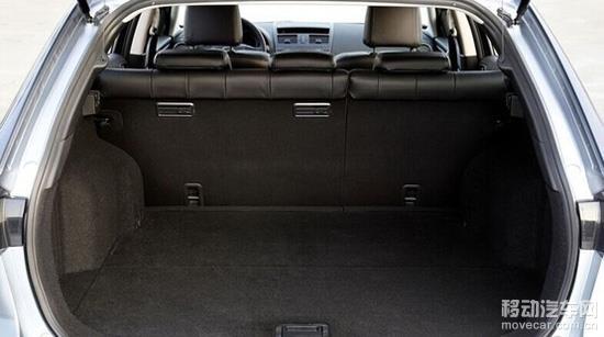 马自达六旅行版在动力方面有3款汽油机(145马力至192马力)和2款柴油机(150马力和175马力),驱动方式为前驱,有三种不同配置等级。马自达六旅行版的优势:操控敏捷精确,入门级配置高,柴油机燃油经济性出色,有许多驾驶辅助配置,三年保修;劣势:车身设计导致视野不够开阔,部分配置如泊车辅助系统并非标配。 购买建议:2.