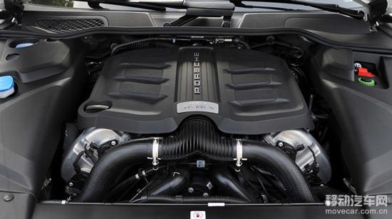 新款Cayenne S所搭载的3.6T双涡轮增压发动机功率为420Ps/6000rpm,峰值扭矩为550Nm/1350-4500rpm,相比老款4.8L自然吸气发动机的400Ps/6500rpm以及500Nm/3500rpm都有一定程度的提升。从官方给出的0-100km/h加速时间上看,新款的5.5秒也比老款的5.9秒更强。