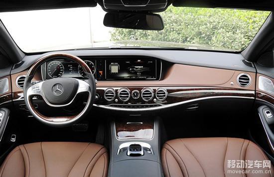 环境照明以时尚的风格强调了黑暗中车辆的内部设计。打开车门,迎宾灯就会亮起,使车内看上去更为宽敞和舒适。车门关闭时,LED灯自动变暗。而且可对车灯进行五种亮度设定,还有三种颜色可供选择,用于改变照明氛围,包括冰蓝色( 冷色)、琥珀色(暖色)或白色(中性),任何选择均取决于个人喜好。