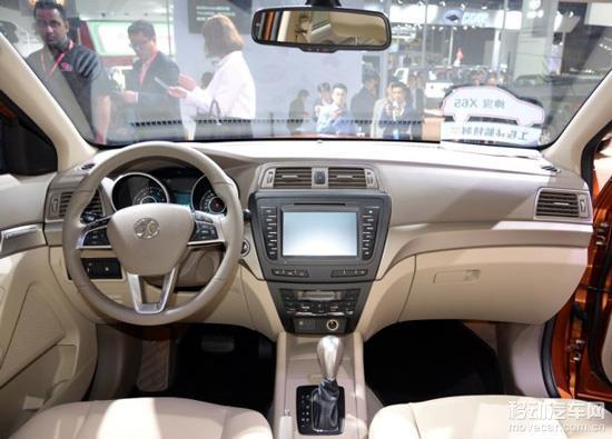 北汽绅宝x65装有无钥匙进入,一键启动,倒车影像,全景天窗,电加热座椅