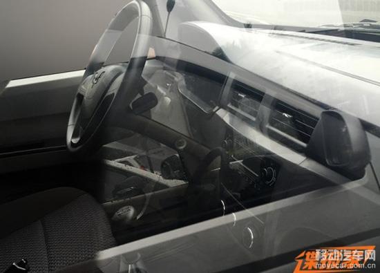 新车中控台设计同样与五菱宏光v有相似之处