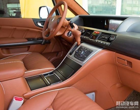 汽车内饰改装饰品颜色以汽车本身色调搭配为宜