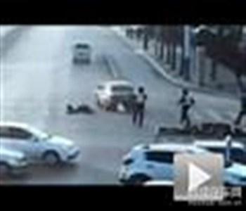 惊心动魄 泰安疯狂黑色轿车猛撞协警